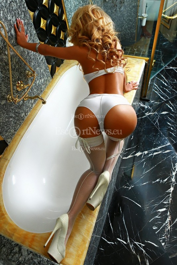 Philippa - top escort in Berlin