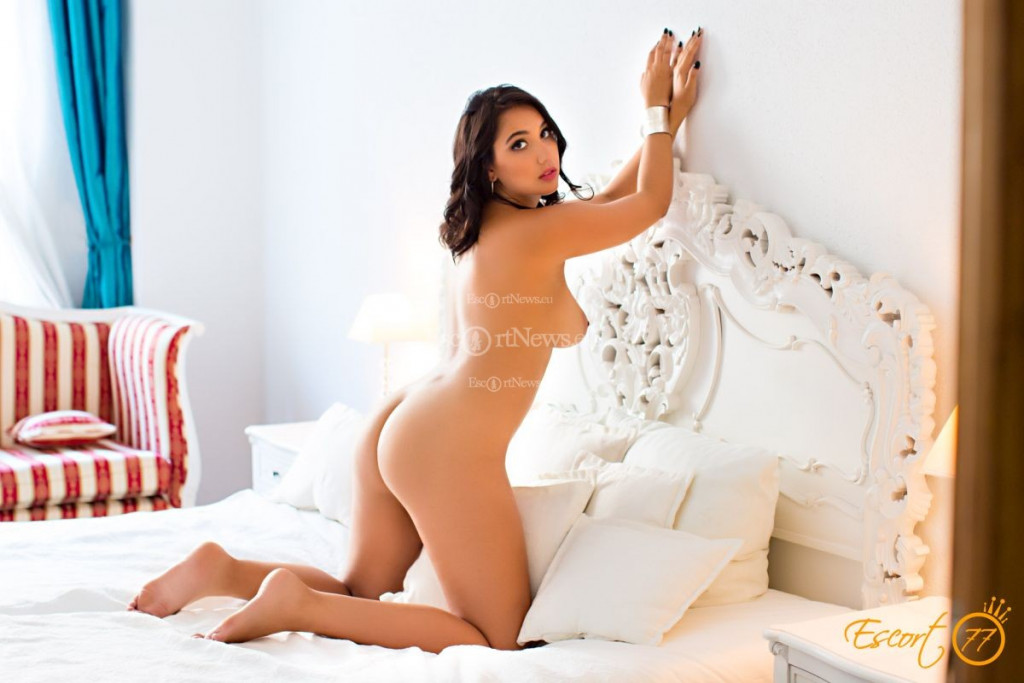 Indira - top escort in Berlin