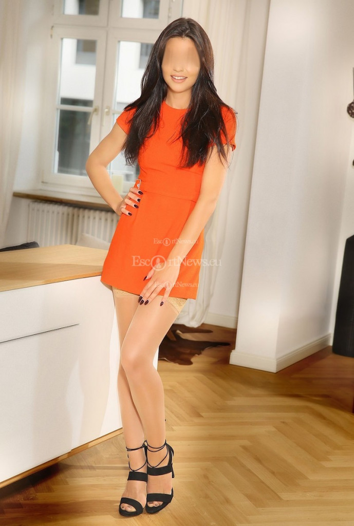 Mina - top escort in Berlin